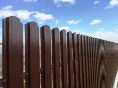 Забор из евроштакетника, цена за 1 погонный метр [ФМ4375]